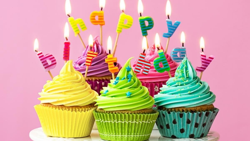 Happy-Birthday-candles-fire-colorful-cupcakes 3840x2160