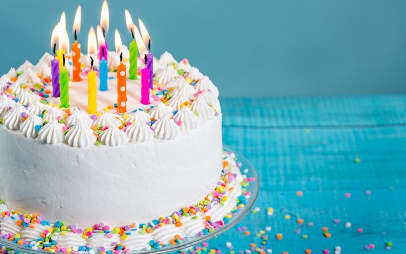 cake-with-candles-birthday-birthday-cake-white-cream-cakes